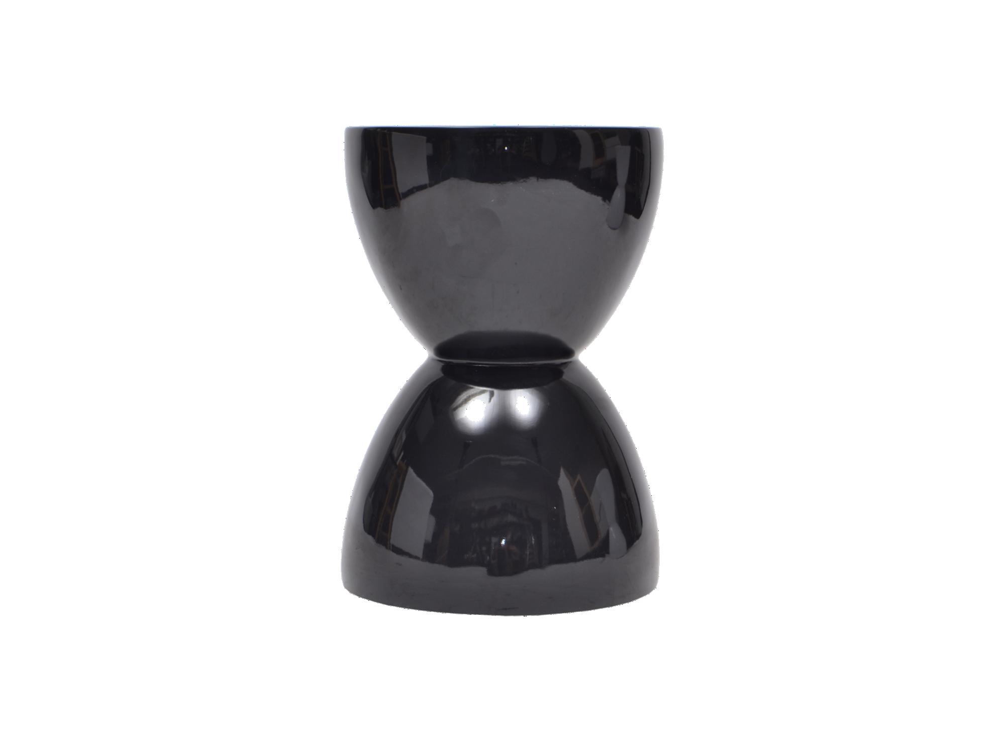 Pouf noir brillant en fibres de verre laque brillant coloris noir. ...